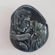 """""""תשוקה"""" על אבן בזלת שחורה"""