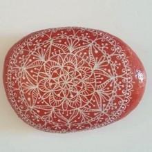 מנדלה בדוגמת תחרה מצוירת על אבן