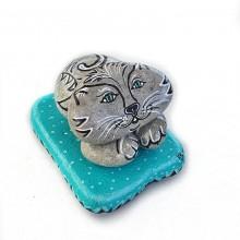 חתול שוכב - 5 אבנים