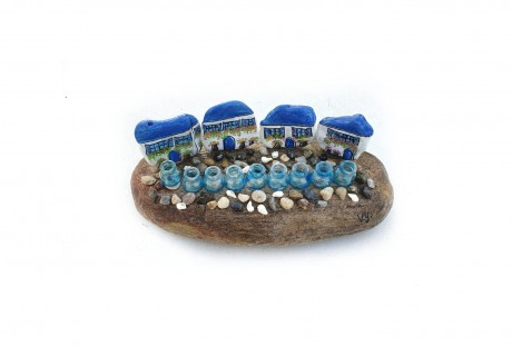 חנוכיה כחולה - דגם יווני 4 בתים וחלוקי נחל