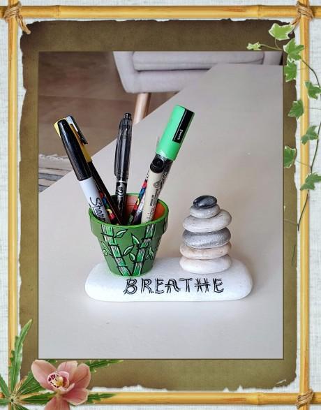 מעמד לכלי כתיבה - דגם זן חרס ירוק