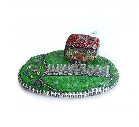 חנוכיה ירוקה - דגם הבית וערוגות הפרחים