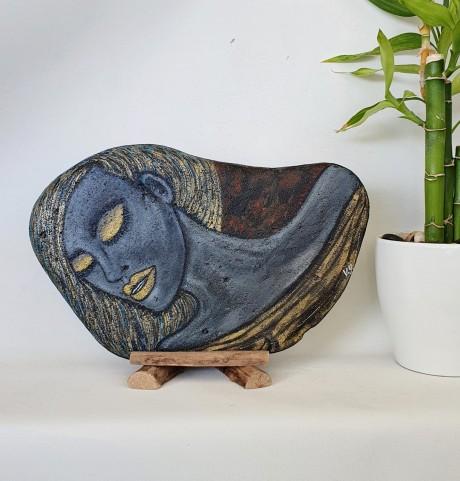 אבן צפחה - דגם האישה באפור