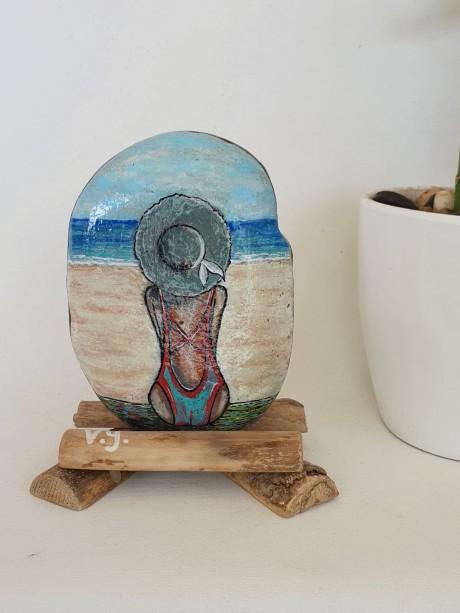 עם הפנים לים - דמות נשית בים